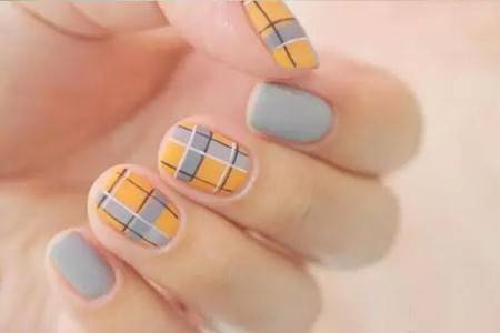 格纹美甲秋冬新款,在你的指尖装点时尚