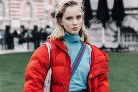羽绒穿搭小诀窍,时尚冬季女生穿出温暖