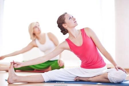 强健肠胃的瑜伽体式,自然排毒让女生肌肤亮白