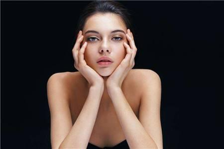 女生告别痘痘,你需要知道保护肌肤的方式