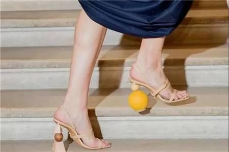 异型鞋跟大秀时尚,独特设计感优雅加分