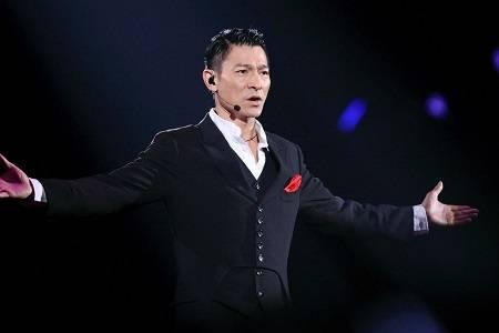 刘德华重启红馆演唱会,天王即将回归