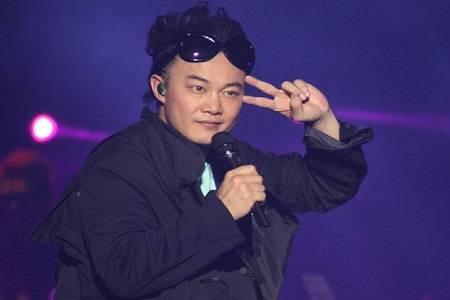 陈奕迅黑脸请学生离场:你们不懂尊重,那我就教你们