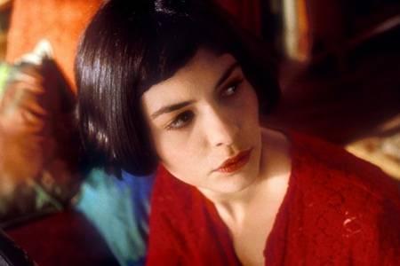 天使艾米丽如何获得爱情:有趣的性格和主动的争取