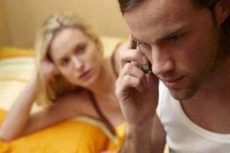 父亲出轨后 如何劝说固执的母亲离婚呢