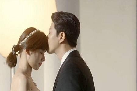 如果男人亲吻过你身上这几个地方 就别怀疑他的真爱