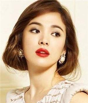 女生最减龄的波波头短发发型图片,发饰让你发量变多变时尚