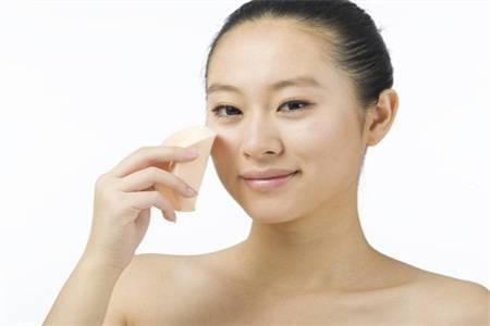 皮肤干燥瘙痒怎么治?秋冬季节皮肤这样保养才好