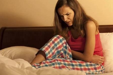 月经推迟不来什么原因?女性月经不调出现这三种症状要当心