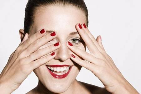 女性眼睛红血丝的原因,教你快速缓解红血丝的方法