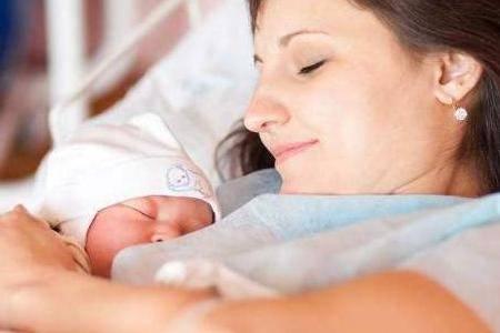 哺乳期的女人,有三件事情会让男人感到很尴尬