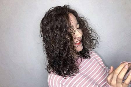 长脸女生适合的四款发型,开春第一波流行发型图片