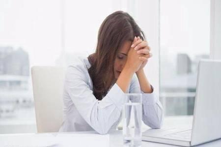 女性白带有血丝的原因,这四种情况需要马上就医