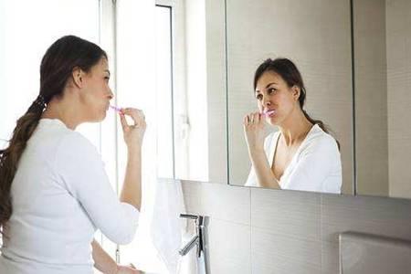 舌苔厚白是怎么回事?清楚病因才好治疗和调理