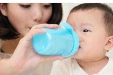 婴儿喝水怎么喝?7个新生儿喂养小建议让你变成育儿能手