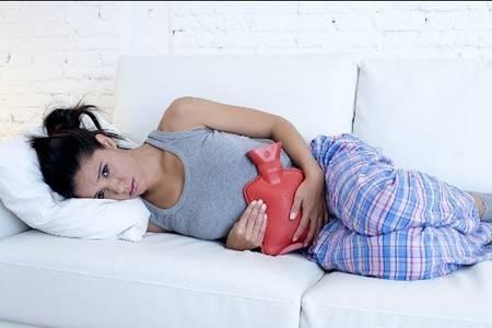 女性小腹隐隐作痛的六大原因,女性经期远离妇科病