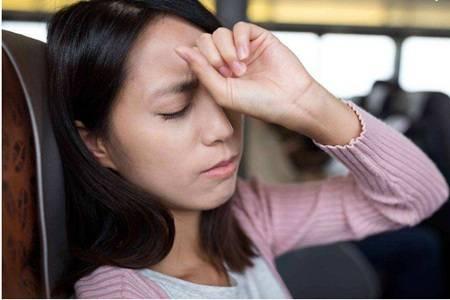 女生出现胸闷气短的原因,是身体这五个地方出现了问题
