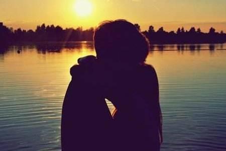 接吻的时候会有口臭吗?接吻的时候心跳加速说明什么?