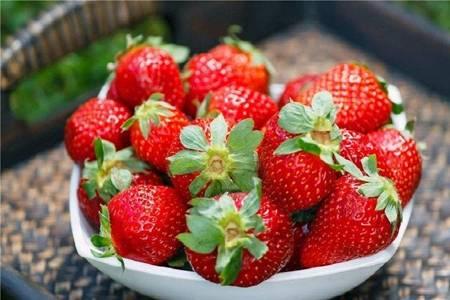 草莓的营养价值及功效与作用,这两类人群不适宜吃草莓