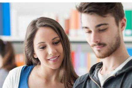两性关系:女性吸引男性的部位有哪些,靠什么引起好感