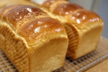 家庭做面包的做法大全,这样去做保证面包吐司醇香柔软