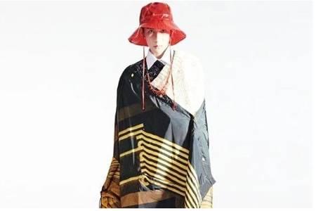 王源《时装》单人封面变成熟男人,复古风衣展现颓废风帅气
