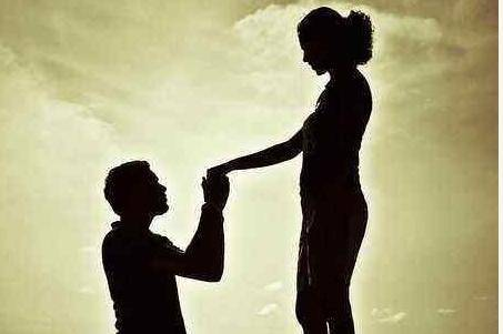 两性关系中,未婚男人爱上离婚的女人会幸福吗