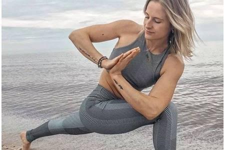 女人瑜伽的好处及作用,保持二十岁少女体态的瑜伽动作-女性网