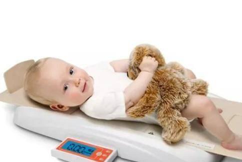 婴儿体重标准 一个月婴儿长多少斤是正常的