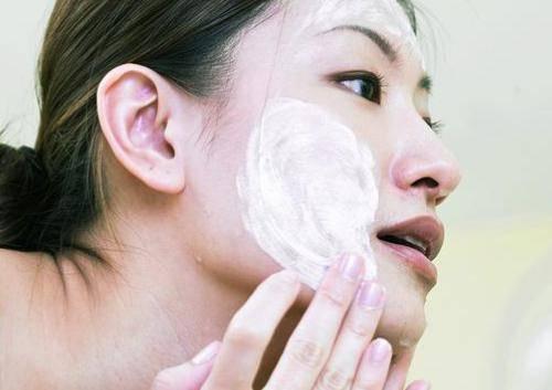 哪些错误的洗脸方法 会让脸加速变老十岁