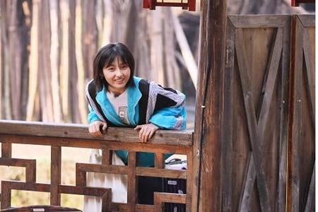 张子枫同款衣服什么牌子,青春少女风的穿搭法则