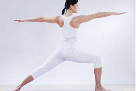 瑜伽的好处及作用,女性睡前练习这两个瑜伽动作瘦腿减肥
