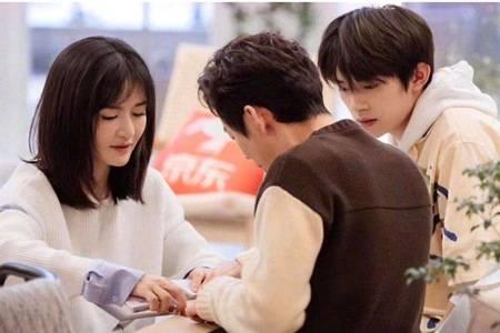 治愈系综艺《朋友请听好》评分8.8,何炅谢娜千玺温暖读信