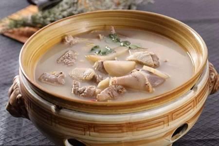 酸萝卜老鸭汤的家庭简单做法,鸭肉酥软鸭汤鲜美太好喝