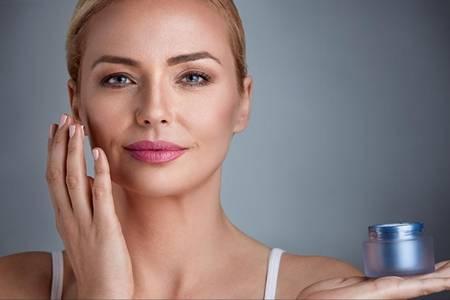 女生一套护肤品的使用顺序,精华眼霜的正确顺序不能弄错