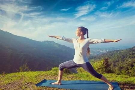 初入门八个最简单的瑜伽动作图片,教你拉伸腰背大腿肌肉