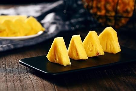 菠萝的功效与作用禁忌,吃菠萝消食补水滋养皮肤