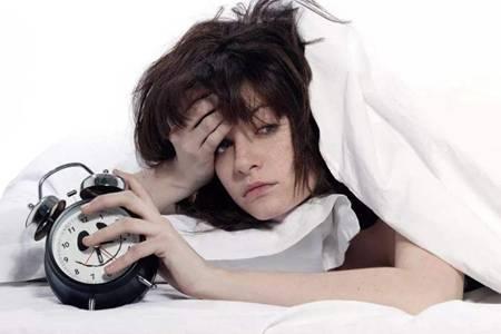 女性经常熬夜的八个危害,难以弥补的熬夜坏处太严重
