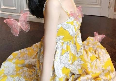吊带裙如何搭配?