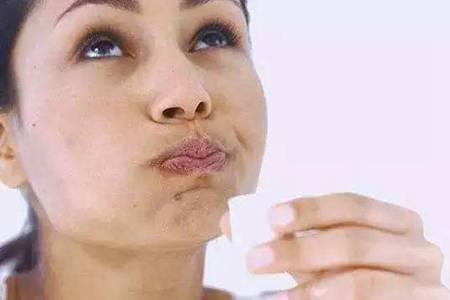 牙黄变白最实用的方法,亮白牙齿的六个小偏方