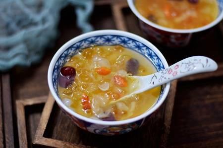 桃胶雪燕皂角米的做法,女人美白抗老的滋养汤品