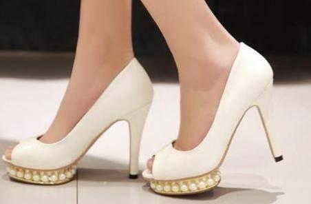 新买的高跟鞋磨脚后跟怎么办