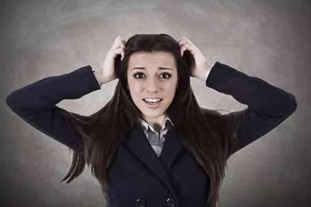 头皮屑多是什么原因,女生护发如何去除头皮屑