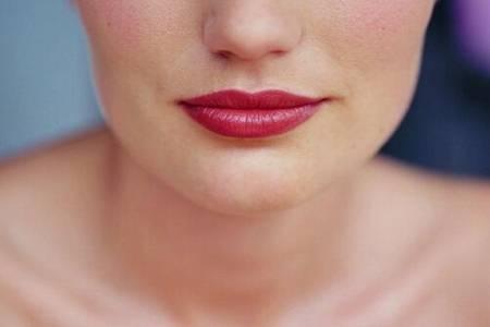 嘴唇发紫是什么原因,女性嘴唇变深可能是这处有疾病