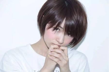 头发白是什么原因引起的,女生白头发变黑的三个护理方法