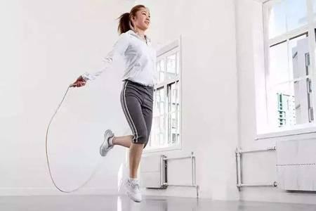 跳绳减肥法调多少个才有效,正确方法让你一个月瘦身成功