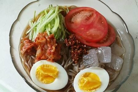 正宗韩式冷面的简单家常做法,酸爽开胃冷面吃到停不下来-女性网