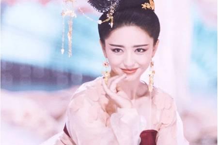 佟丽娅晚会绝美唐装造型,梦回赵飞燕却被批舞步抄袭