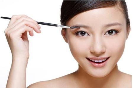 化妆步骤怎样化淡妆,新手如何画适合上班的快速妆容