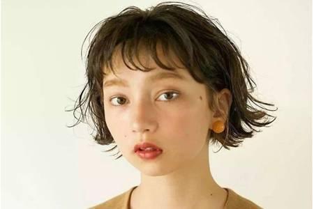 美容养生家30一40岁女人发型短发,成熟气质的时尚短